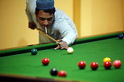 May 27, 2019 - Pakistan - PESHAWAR, PAKISTAN, MAY 26: Snooker player aiming to pocket the ball on a billiard .board during Tournament held at Peshawar press club on Sunday, May 26, 2019. (Credit Image: © PPI via ZUMA Wire)