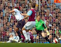 Photo: Ed Godden/Sportsbeat Images.<br /> West Ham United v Bolton Wanderers. The Barclays Premiership. 05/05/2007. Bolton's Gary Speed (L) scores.