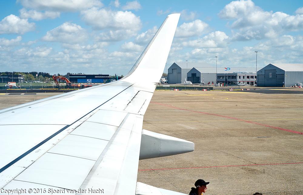 Vleugel van vliegtuig  - Wing of a plane