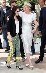 Kristen Stewart and Kirsten Dunst in Cannes 23-5-12