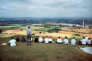 Engeland, Wiltshire, 25-9-1999Docent aardrijkskunde geeft les in het veld.Middelbaar onderwijs, voortgezet, school, leerlingen, leraar.Foto: Flip Franssen/Hollandse Hoogte