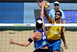 18-07-2014 NED: FIVB Grand Slam Beach Volleybal, Scheveningen<br /> Knock out fase - Robert Meeuwsen en Alex Ranghieri ITA