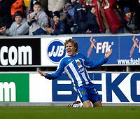 Photo: Jed Wee.<br />Wigan Athletic v Arsenal. The Barclays Premiership.<br />19/11/2005.<br />Wigan's Jimmy Bullard celebrates.