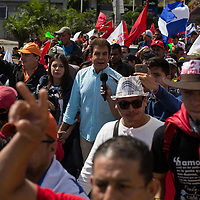 Salvador Nasralla, the candidate who is thought by most to have won the elections fairly, joined protestors against Juan Orlando and electoral fraud.