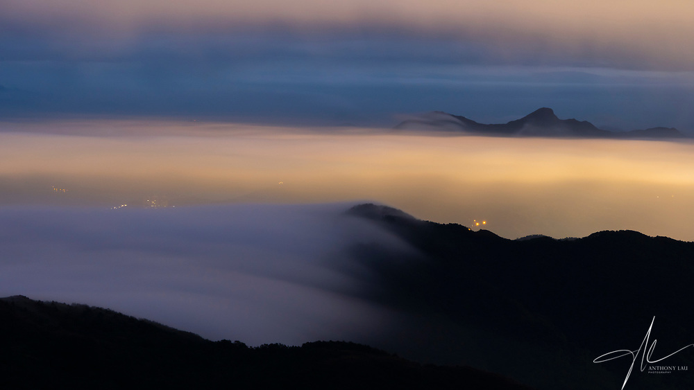The whole Hong Kong was blanketed under a sea of cloud, leaving the outlines of a few mountains visible.