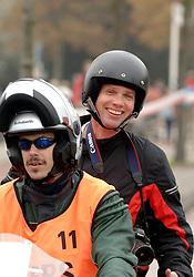 15-10-2006 ATLETIEK: MARATHON AMSTERDAM: AMSTERDAM<br /> Fotograaf Olaf Kraak<br /> ©2006: WWW.FOTOHOOGENDOORN.NL