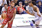 DESCRIZIONE : Milano Lega A 2014-15 EA7 Emporio Armani Milano vs Granarolo Bologna playoff Quarti di Finale gara 1 <br /> GIOCATORE : Daniel Hackett<br /> CATEGORIA : Palleggio sequenza penetrazione<br /> SQUADRA : EA7 Emporio Armani Milano<br /> EVENTO : PlayOff Quarti di finale gara 1<br /> GARA : EA7 Emporio Armani Milano vs Granarolo Bologna gara1<br /> DATA : 18/05/2015 <br /> SPORT : Pallacanestro <br /> AUTORE : Agenzia Ciamillo-Castoria/Mancini Ivan<br /> Galleria : Lega Basket A 2014-2015 Fotonotizia : Milano Lega A 2014-15 EA7 Emporio Armani Milano vs Granarolo Bologna  playoff quarti di finale  gara 1 Predefinita :