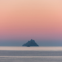Colourful sunrise over Skellig Michael, Little Skellig and Lemon Rock as seen from St. Finian's Bay Beach, County Kerry, Ireland. <br /> <br /> DEUTSCH: Farbenfroher Sonnenaufgang über Skellig Michael, Little Skellig und Lemon Rock wie man es vom St. Finian's Bay Strand aus sehen kann, County Kerry, Ireland.<br /> <br /> ****** <br /> <br /> Visit & browse through my Photography & Art Gallery, located on the Wild Atlantic Way & Skellig Ring between Waterville and Ballinskelligs (Skellig Coast R567), only 3 minutes from the main Ring of Kerry road.<br /> https://goo.gl/maps/syg6bd3KQtw<br /> <br /> ******<br /> <br /> Contact: 085 7803273 from an Irish mobile phone or +353 85 7803273 from an international mobile phone