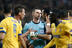 (L-R) Sami Khedira of Juventus FC, Mario Mandzukic of Juventus FC, referee Michael Oliver, goalkeeper Gianluigi Buffon of Juventus FC, Blaise Matuidi of Juventus FC, Medhi Benatia of Juventus FC, Stephan Lichtsteiner of Juventus FC during the UEFA Champions League quarter final match between Real Madrid and Juventus FC at the Santiago Bernabeu stadium on April 11, 2018 in Madrid, Spain
