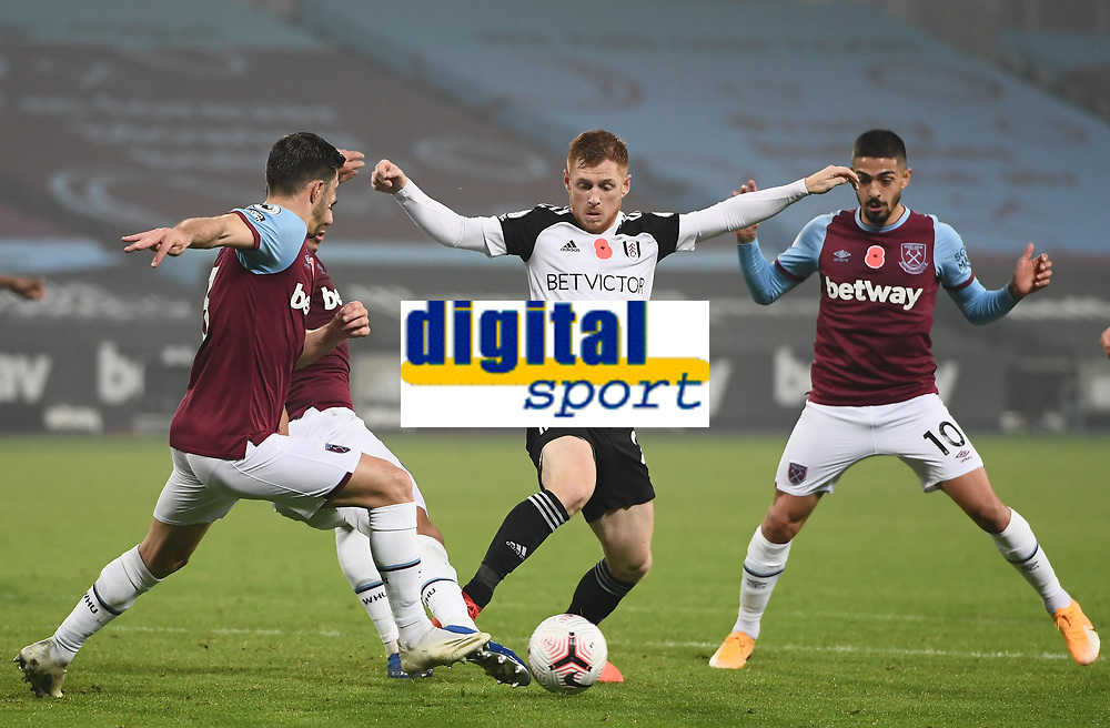 Football - 2020 /2021Premier League - West Ham United vs Fulham - The London Stadium<br /> <br /> Fulham's Harrison Reed in action during this evening's game.<br /> <br /> COLORSPORT/ASHLEY WESTERN