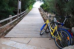 Salento - Puglia - Marina di Pescoluse - Si notano a destra le biciclette lasciate dai giovani bagnanti.