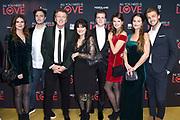 Premiere van de film ALL YOU NEED IS LOVE  in het DeLaMar Theater te Amsterdam.<br /> <br /> Op de foto:  Robert ten Brink met partner Roos Cialona en dochters en hun partners
