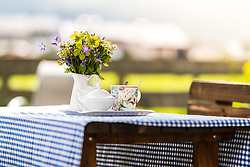THEMENBILD - Kaffeetassen, Milch und Zucker mit Blumen auf einem Tisch bei einem Bauernhof, aufgenommen am 01. Juni 2018 in Bruck an der Glocknerstrasse, Österreich // Coffee cups, milk and sugar with flowers on a table at a farm, Bruck an der Glocknerstrasse, Austria on 2018/06/01. EXPA Pictures © 2018, PhotoCredit: EXPA/ JFK
