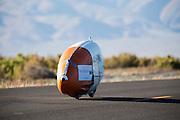 Het HPT test voorafgaand aan de recordraces de VeloX IV. Het Human Power Team Delft en Amsterdam (HPT), dat bestaat uit studenten van de TU Delft en de VU Amsterdam, is in Amerika om te proberen het record snelfietsen te verbreken. Momenteel zijn zij recordhouder, in 2013 reed Sebastiaan Bowier 133,78 km/h in de VeloX3. In Battle Mountain (Nevada) wordt ieder jaar de World Human Powered Speed Challenge gehouden. Tijdens deze wedstrijd wordt geprobeerd zo hard mogelijk te fietsen op pure menskracht. Ze halen snelheden tot 133 km/h. De deelnemers bestaan zowel uit teams van universiteiten als uit hobbyisten. Met de gestroomlijnde fietsen willen ze laten zien wat mogelijk is met menskracht. De speciale ligfietsen kunnen gezien worden als de Formule 1 van het fietsen. De kennis die wordt opgedaan wordt ook gebruikt om duurzaam vervoer verder te ontwikkelen.<br /> <br /> The HPT tests the VeloX4 speed bike. The Human Power Team Delft and Amsterdam, a team by students of the TU Delft and the VU Amsterdam, is in America to set a new  world record speed cycling. I 2013 the team broke the record, Sebastiaan Bowier rode 133,78 km/h (83,13 mph) with the VeloX3. In Battle Mountain (Nevada) each year the World Human Powered Speed ??Challenge is held. During this race they try to ride on pure manpower as hard as possible. Speeds up to 133 km/h are reached. The participants consist of both teams from universities and from hobbyists. With the sleek bikes they want to show what is possible with human power. The special recumbent bicycles can be seen as the Formula 1 of the bicycle. The knowledge gained is also used to develop sustainable transport.