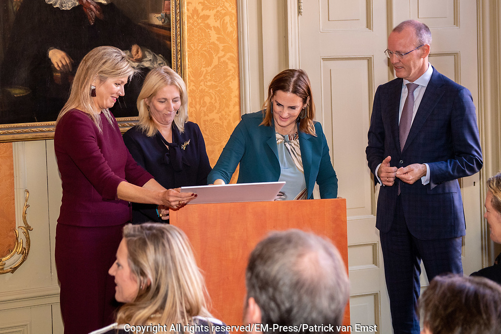 Koningin Maxima bij lancering Borski Fund voor vrouwelijke ondernemers in Museum Van Loon in Amsterdam. Dit nieuwe investeringsfonds richt zich op het versterken van financieringsmogelijkheden voor vrouwelijke ondernemers met groeiambities<br /> <br /> Queen Maxima at launch of Borski Fund for female entrepreneurs in Museum Van Loon in Amsterdam. This new investment fund focuses on strengthening financing opportunities for women entrepreneurs with growth ambitions