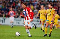 Fotball, Eliteserie, 30 AUGUST 2004, Alfheim Stadion i Tromsø, TROMSØ IL - BODØ GLIMT 2-0, TILs Hans Åge Yndestad og GLIMTs Christian Berg<br /> FOTO: KAJA BAARDSEN/DIGITALSPORT