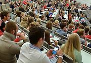 Nederland, Nijmegen, 20-8-2014De eerstejaars studenten rechten aan de Radboud Universiteit krijgen uitleg over hun studie tijdens het college Succesvol Studeren in de grote collegezaal van het nieuwe Grotiusgebouw.mobieltjes,mobiel,mobiele,telefoon,gsm,smartphone,social,media,socialmedia,facebook,checken,mail,berichtenFOTO: FLIP FRANSSEN/ HOLLANDSE HOOGTE