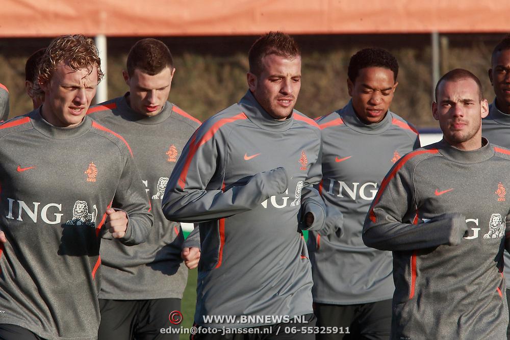 NLD/Katwijk/20110321 - Training Nederlandse Elftal Hongarije - NLD, warming up, Dirk Kuyt, Raphael van der Vaart, Wesley Sneijder