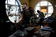 Filippo Nogarin  mentre annaffia le piante nella sua casa a Castiglioncello.<br />  Livorno 13 luglio 2014 . Daniele Stefanini /  OneShot