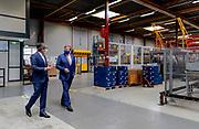 CULEMBORG, 06-04-2021 ,Centraal Boekhuis<br /> <br /> Koning Willem Alexander in het nieuwe hightech magazijn van het 150-jarige CB, voorheen Centraal Boekhuis, geopend. CB is een logistieke dienstverlener voor de sectoren media en healthcare en levert vanuit zijn distributiecentrum aan onder meer boekhandels, zorginstellingen en consumenten thuis in Nederland en België. FOTO: Brunopress/POOL/Robin van Lonkhuijsen