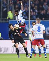 Fotball<br /> Tyskland<br /> 19.12.2015<br /> Foto: Witters/Digitalsport<br /> NORWAY ONLY<br /> <br /> v.l. Dong-Won Ji, Johan Djourou (HSV)<br /> Fussball Bundesliga, Hamburger SV - FC Augsburg