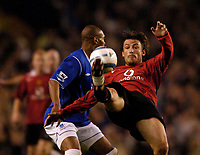 Fotball<br /> England 2004/2005<br /> Foto: SBI/Digitalsport<br /> NORWAY ONLY<br /> <br /> Everton v Manchester United, Barclays Premiership, 20/04/2005<br /> <br /> Manchester United's Gabriel Heinze (R) acrobatically clears from Everton's Marcus Bent