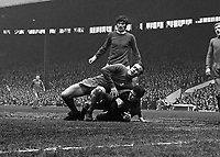 Fotball<br /> Foto: Colorsport/Digitalsport<br /> NORWAY ONLY<br /> <br /> Ron Harris and Peter Bonetti combine to foil George Best. Manchester United v Chelsea. 2/3/68