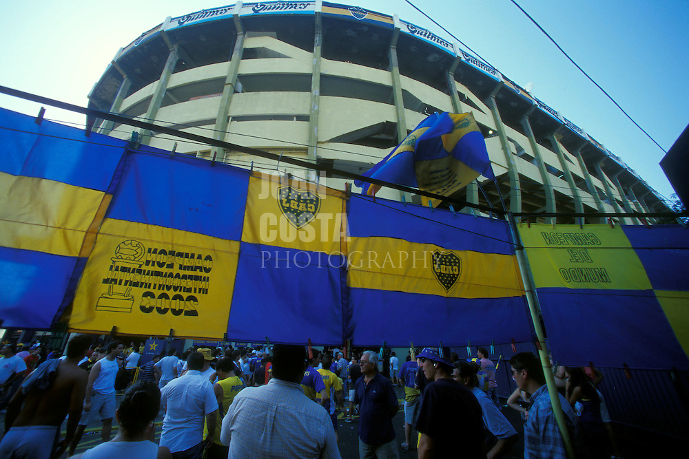 ARGENTINA/ BUENOS AIRES/ Estadio de Boca Juniors Fútbol Club. Una de las grandes pasiones de los argentinos es el fútbol. Y uno de sus clubes más grandes es Boca Juniors, en el Barrio de la Boca. ...ARGENTINA/ BUENOS AIRES/  Boca Juniors football stadium. One of the deepest passion in Argentina is football, and Boca is one of the most important club.