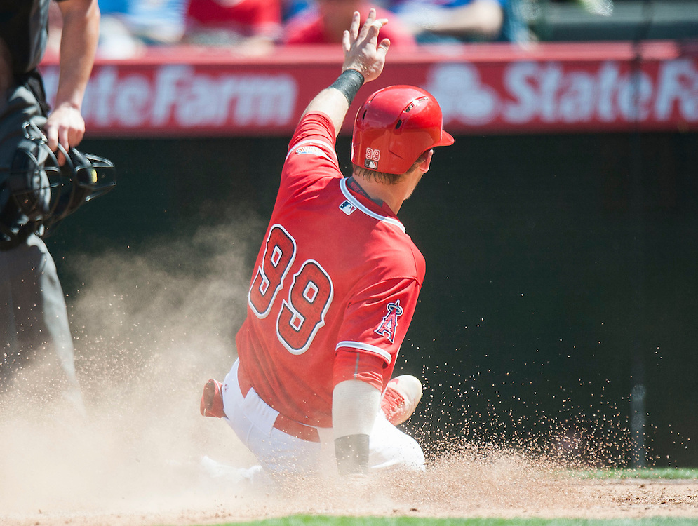 Prospect Taylor Ward scores during the Angels' preseason game against the Chicago Cubs at Angel Stadium Sunday.<br /> <br /> <br /> ///ADDITIONAL INFO:   <br /> <br /> angels.0404.kjs  ---  Photo by KEVIN SULLIVAN / Orange County Register  --  4/3/16<br /> <br /> The Los Angeles Angels take on the Chicago Cubs at Angel Stadium during a preseason game at Angel Stadium Sunday.<br /> <br /> <br />  4/3/16
