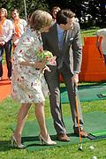 KONINGINNEDAG 2009 in Apeldoorn / Queensday 2009 in the city of Apeldoorn.<br /> <br /> Op de foto / On the Photo: Princes Laurentien and <br /> Prins Constantijn