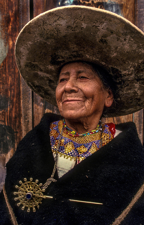 A Saraguro Indian woman, dressed in black permanently in mourning for Atahualpa, the last Incan King, Saraguro, Southern Ecuador