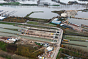 Nederland, Limburg, Gemeente Maasgouw, 15-11-2010; sluis Maasbracht tijdens de renovatie en verbouw, de sluiskolken worden verlengd.Maasbracht lock during the renovation and reconstruction, the lock chambers are extended..luchtfoto (toeslag), aerial photo (additional fee required).foto/photo Siebe Swart