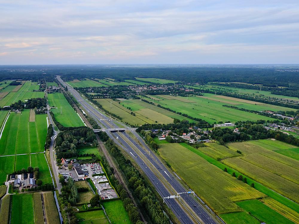 Nederland, Utrecht, Groenekan, 14-09-2019; A27 ten westen van Bilthoven.<br /> Gooi aan de horizon.<br /> luchtfoto (toeslag op standard tarieven);<br /> aerial photo (additional fee required);<br /> copyright foto/photo Siebe Swart