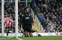 Photo: Lee Earle.<br /> Portsmouth v Sheffield United. The Barclays Premiership. 23/12/2006. Portsmouth keeper David James looks dejected after United scored the opening goal.