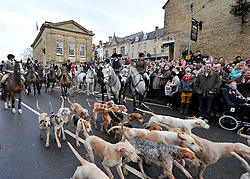 © Licensed to London News Pictures. 26/12/2012. Chipping Norton, Oxfordshire. Boxing Day Hunt - The Heythrop Hunt met at Chipping Norton today. This is the first hunt meeting since Huntsmen Julian Barnfield and Richard Sumner pleaded guilty to illegally killing foxes.  Photo credit : MarkHemsworth/LNP