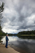 USA, Oregon, Willamette Mission State Park, a man at the Willamette River from the Wheatland Ferry landing.