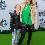 NLD/Amsterdam/20140406 - Inloop filmpremière Rio 2, Vivian Reijs en dochter Day