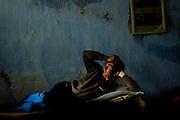 Billede 8: Sovende brandmand<br /> I løbet af en 24-timers vagt er der meget ventetid.