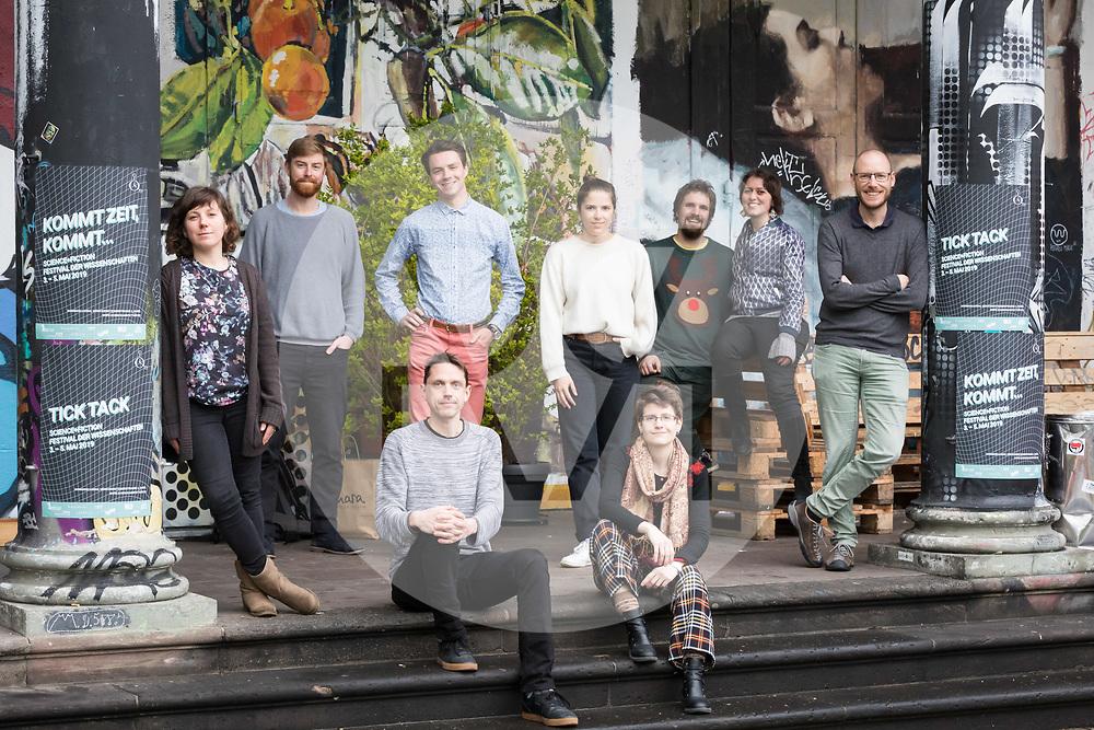 SCHWEIZ - BASEL - Team hinter 'science+fiction: Zeit' vor dem Sommercasino - 04. April 2019 © s+f/Raphael Hünerfauth - http://huenerfauth.ch