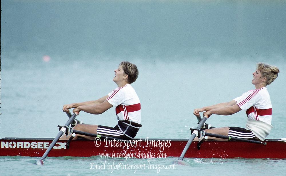 Barcelona Olympics 1992 - Lake Banyoles, SPAIN, GER W2X, bow, KÖPPEN, Kerstin / BORON, Kathrin, Gold Medallist, Photo: Peter Spurrier/Intersport Images.  Mob +44 7973 819 551/email images@intersport-images.com