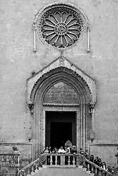 I riti della Settimana Santa a Taranto, processione dei Misteri che parte dalla Chiesa di San Domenico nella città vecchia.
