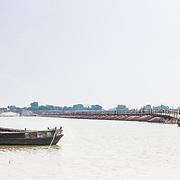 CAPTION: The pontoon bridge that connects the island with the city of Patna. LOCATION: Diara Rasulpur, Saran District, Bihar, India. INDIVIDUAL(S) PHOTOGRAPHED: N/A.