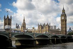 THEMENBILD - Die Westminster Bridge vor dem Parlament mit Big Ben am 02. September 2015 in London // The houses of parliament in the Westminster Palace with the tower Big Ben and Westminster Bridge on 02 September 2015. EXPA Pictures © 2016, PhotoCredit: EXPA/ Erwin Scheriau