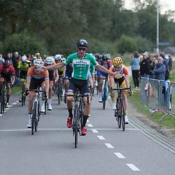 05-09-2020: Wielrennen: Guus Caarels Memorial: Goor <br />Bij de mannen ging de zege naar Patrick Coster uit Hasselt, die vorig jaar in Enschede ook al Nederlands kampioen bij de studenten was geworden. Hij hield Bastiaan de Blom en Jelle Wolsinkachter zich
