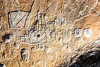 Inscrições rupestres feitas pelos nativos que habitavam a região há cerca de 4.000 anos. Urubici, Santa Catarina, Brasil. / Rock engravings made by  native people who used to live in the region about 4,000 years ago. Urubici, Santa Catarina, Brazil.