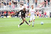 Fussball: 2. Bundesliga, FC St. Pauli - Holstein Kiel, Hamburg, 25.07.2021<br /> Guido Burgstaller (Pauli) erzielt das 3:0<br /> © Torsten Helmke