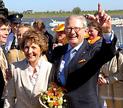 Koninginnedag 2007 in het vestingsstadje Woudrichem / Queensday 2007 in the small village Woudrichem.<br /> <br /> Op de foto / On the Photo; Prof.mr. Pieter van Vollenhoven en  Prinses Margriet ,