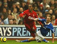 Fotball<br /> Premier League 2004/2005<br /> 06.11.2004<br /> Foto: BPI/Digitalsport<br /> NORWAY ONLY<br /> <br /> Liverpool v Birmingham City<br /> <br /> Robbie Savage fouls Florent Sinama Pongolle
