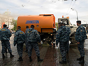 Mitglieder der russischen Spezialeinheit OMON (OMOH) vor dem Beginn der größten Militärparade in Rußland seit Ende der Sowjetunion 1991 (9.Mai 2008). <br /> <br /> Members of the Russian Special Purpose Police Squad OMON shortly before the Victory Day parade started (took place the 9th of May 2008) which showcased military hardware for the first time since the Soviet collapse.