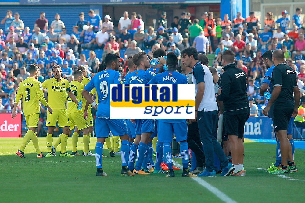 Getafe CF's team (r) and Villarreal CF's team during cooling break during La Liga match. September 24,2017. (ALTERPHOTOS/Acero)